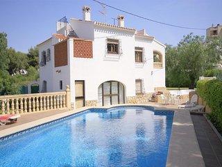 Spacious villa a short walk away (287 m) from the 'Playa Segundo Montañar' in Xà