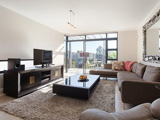 Spacious apartment in Cape Town with Lift, Parking, Washing machine, Balcony