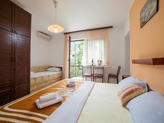 Cozy apartment in Becici with Parking, Internet, Air conditioning, Balcony