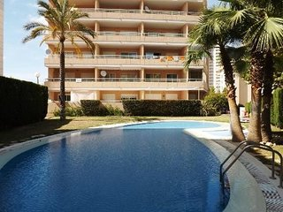 Spacious apartment a short walk away (100 m) from the 'Playa Cantal Roig' in Cal