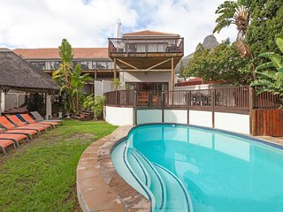 Spacious apartment in Cape Town with Parking, Internet, Washing machine, Pool