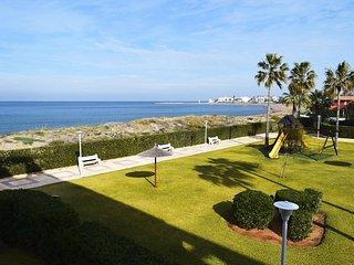 Spacious apartment a short walk away (412 m) from the 'Playa del Racó de la Albe
