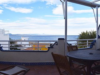 Cozy apartment a short walk away (165 m) from the 'Playa del Racó de la Alberca'