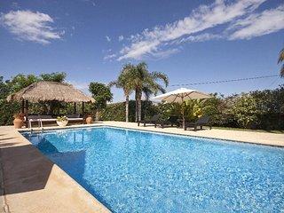 Spacious villa in Ondara with Internet, Washing machine, Air conditioning, Pool