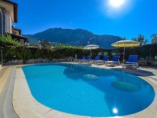 Villa Mimoza - 4 Bedroom Holiday Villa With Private Swimmingpool in Oludeniz