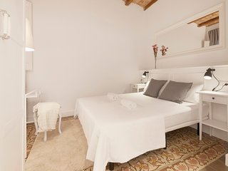 Welcoming 2 Bed with balcony in Gracia