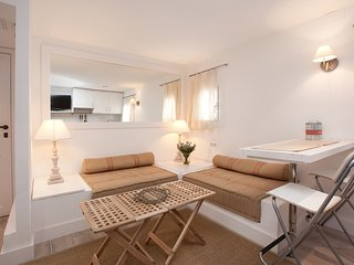 Lovely 1-Bed Penthouse in Lesseps