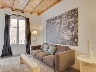 Sophisticated 3 Bed w/Balcony in Lesseps