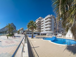 Spacious apartment a short walk away (436 m) from the 'Playa Cantal Roig' in Cal