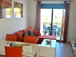 Spacious apartment a short walk away (375 m) from the 'Playa de Bellreguard' in