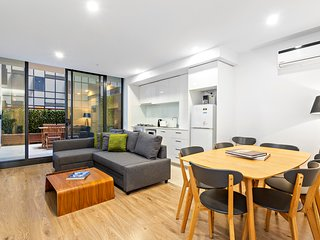 Large 2BDR with patio close to Queen Vic Market