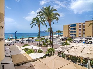 Spacious apartment a short walk away (304 m) from the 'Playa de L'Ampolla' in Mo