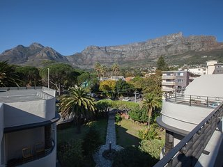 Apartment 605 m from the center of Cape Town with Parking, Balcony, Washing mach