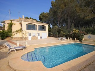 Spacious villa in the center of El Tosalet with Internet, Washing machine, Pool