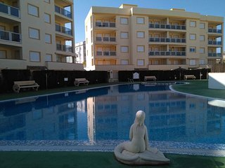 Spacious apartment a short walk away (94 m) from the 'Playa de l'Aigua Morta' in