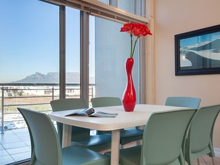 Spacious apartment in Cape Town with Lift, Parking, Balcony