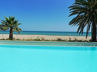 Spacious apartment right near the 'Playa Sorts de Mar' in Dénia with Internet, W