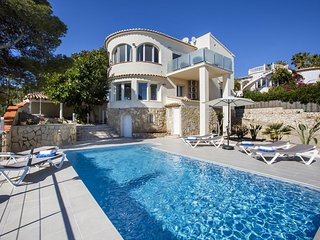 Spacious villa a short walk away (295 m) from the 'Cala Del Ambolo' in Xabia wit