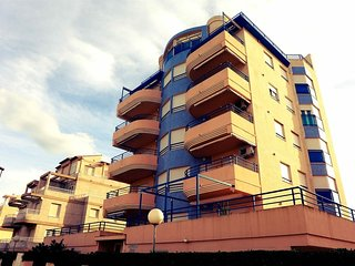 Spacious apartment a short walk away (92 m) from the 'Playa de L'Aigua Blanca' i