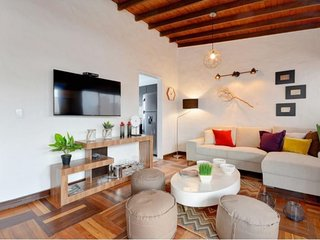 Spacious apartment in Medellín with Internet, Washing machine, Air conditioning,