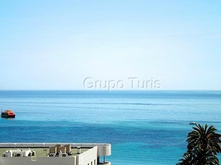 Cozy apartment a short walk away (386 m) from the 'Playa Cantal Roig' in Calp wi