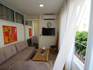 Cozy apartment very close to the centre of Bat Yam with Internet, Air conditioni