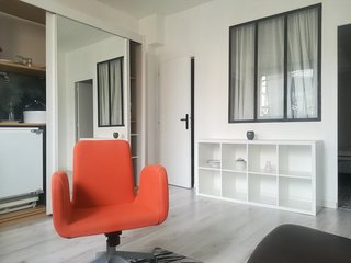 Cozy apartment in the center of Vallauris with Parking, Internet, Washing machin