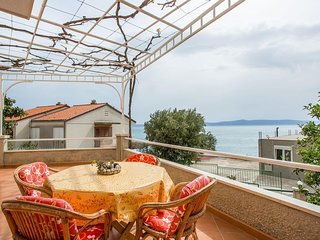 Cozy apartment in the center of Podgora with Parking, Internet, Air conditioning