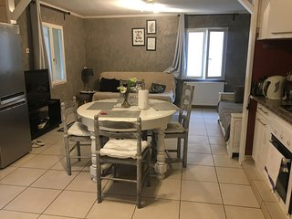 Spacious apartment close to the center of Beaune with Parking, Internet, Washing
