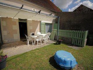 Cozy house in Etais-la-Sauvin with Internet, Washing machine