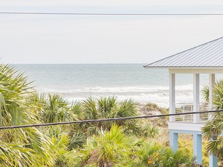Recently Renovated ~ Charming Beach Home ~ Fenced Yard!