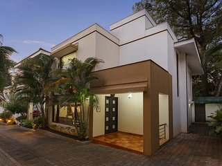 Seven Solace - 3BR Holiday Home in Candolim (Goa) w Pr. Splash Pool, Cook, Staff