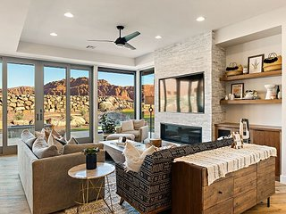 Incredible, luxurious, 3 bedroom home with spectacular views of Snow Canyon
