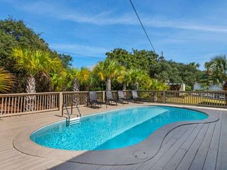 Private Pool-Gulf Views-Family Friendly-Only 100 yards To The Beach!!-3 Kings