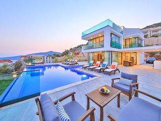 Villa Luxury View is 5 Bedroom Super Luxury Villa With Seaview and Jacuzzi Villa