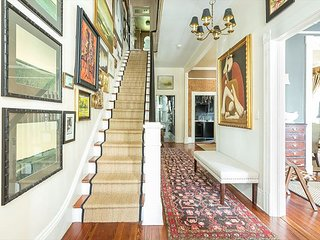Stay Local in Savannah: Stunning Victorian Renovation Close to Forsyth Park!