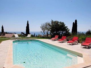 4 bedroom Villa in Sanary-sur-Mer, Provence-Alpes-Côte d'Azur, France - 5715076