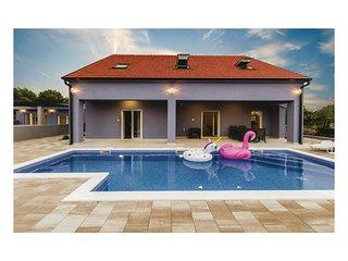 6 bedroom Villa in Vrulje, Sibensko-Kninska Zupanija, Croatia : ref 5714617