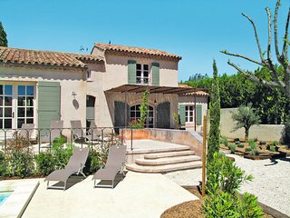 Maussane-les-Alpilles Holiday Home Sleeps 8 with Pool and Free WiFi - 5714981