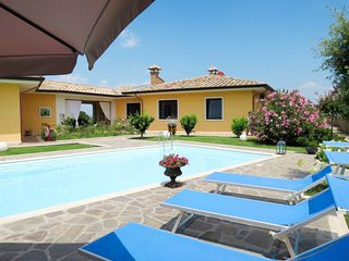 Marta Holiday Home Sleeps 10 with Pool Air Con and Free WiFi - 5715305