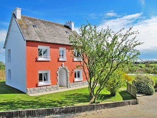Plounevez-Lochrist Holiday Home Sleeps 8 with Free WiFi - 5715037