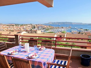 2 bedroom Apartment with WiFi and Walk to Beach & Shops - 5715545