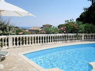 Saint-Peire-sur-Mer Holiday Home Sleeps 8 with Pool and Free WiFi - 5714943
