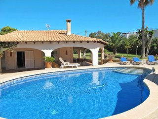 3 bedroom Villa with Air Con, WiFi and Walk to Beach & Shops - 5714815