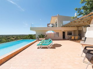 3 bedroom Villa in Alecrineira, Faro, Portugal : ref 5707352