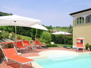 Holiday Home Sleeps 7 with Pool Air Con and Free WiFi - 5715285