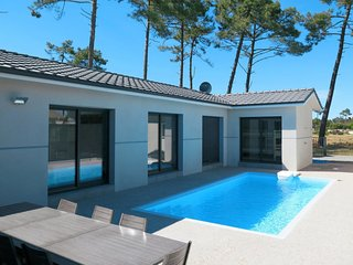 5 bedroom Villa in Montalivet-les-Bains, Nouvelle-Aquitaine, France : ref 571498
