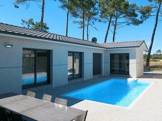 5 bedroom Villa in Montalivet-les-Bains, Nouvelle-Aquitaine, France : ref 571498