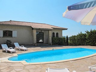 Saint-Peire-sur-Mer Holiday Home Sleeps 8 with Pool and Free WiFi - 5714944