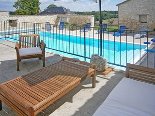 5 bedroom Villa in Queyssel, Nouvelle-Aquitaine, France - 5714867